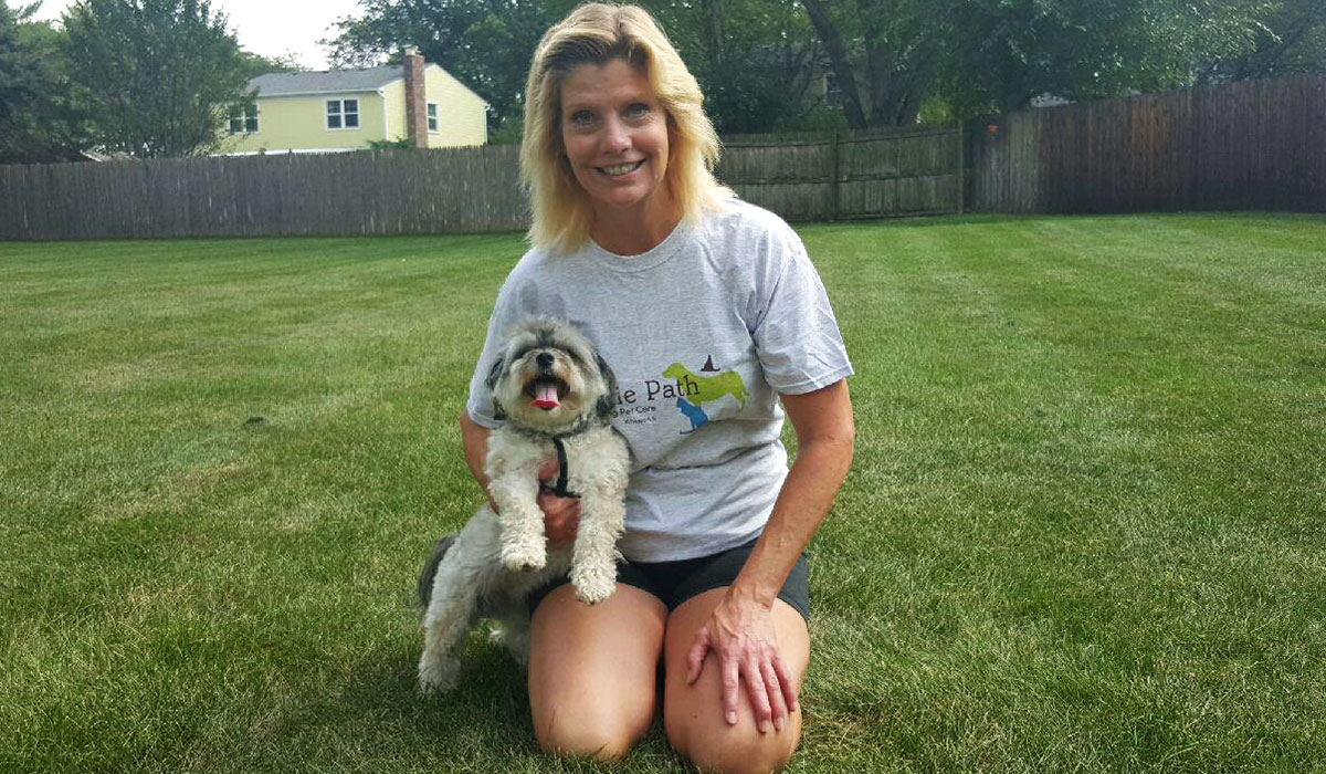 Photo of Laura B, a dog walker in Wheaton, IL